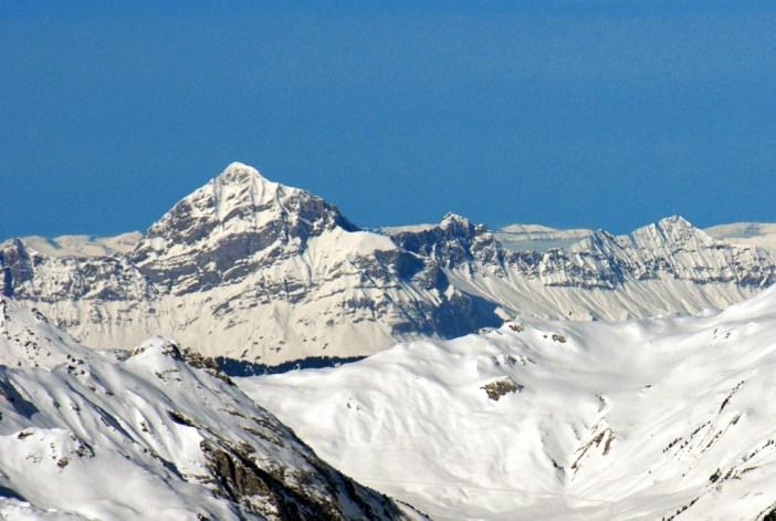 Le mont Charvin (chaîne des Aravis) et le Jura © French Moments