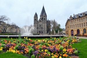 Place de la Comédie et le Temple-Neuf © French Moments