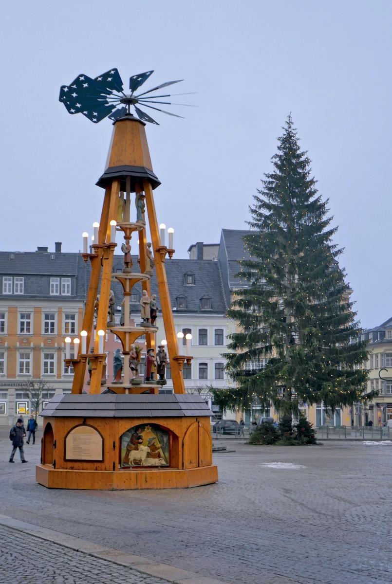 Pyramide de l'Avent au marché de Noël d'Annaberg-Buchholz © 1971markus - licence [CC BY-SA 4.0] from Wikimedia Commons