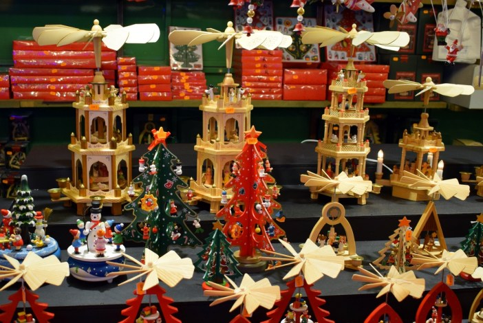 Pyramides de Noël au marché de Noël de Strasbourg © French Moments