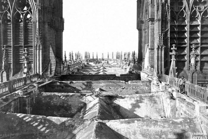 Le toit de la cathédrale de Metz en 1877 au lendemain de l'incendie