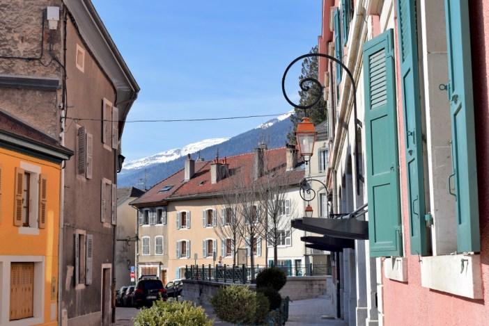 Dans les rues du vieux Gex © French Moments
