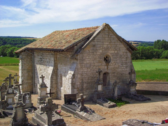 La chapelle du vieux Astre © Adidelot - licence [CC BY-SA 3.0] from Wikimedia Commons