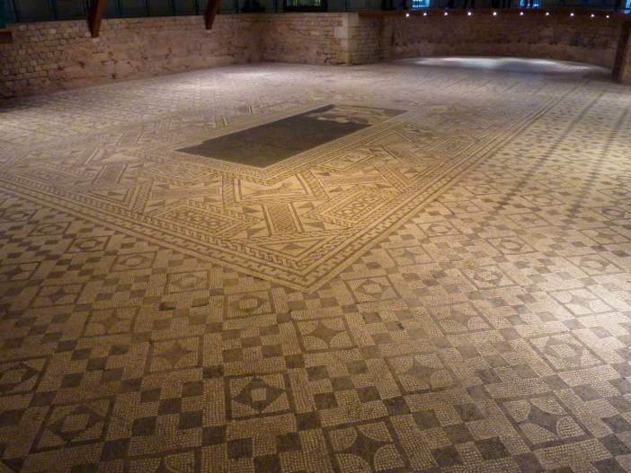 La mosaique de Grand © Pethrus - licence [CC BY-SA 4.0] from Wikimedia Commons
