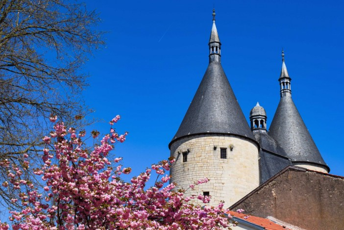 La porte de la Craffe au printemps © French Moments