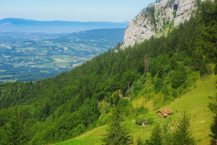 La vue sur le plateau des Bornes depuis le Petit Montoir © French Moments