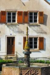 Fontaine de l'Ours à Dambach-la-Ville © French Moments
