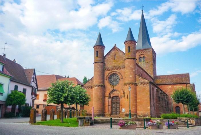 Autour de Strasbourg - L'église Saint-Adelphe à Neuwiller-lès-Saverne © French Moments