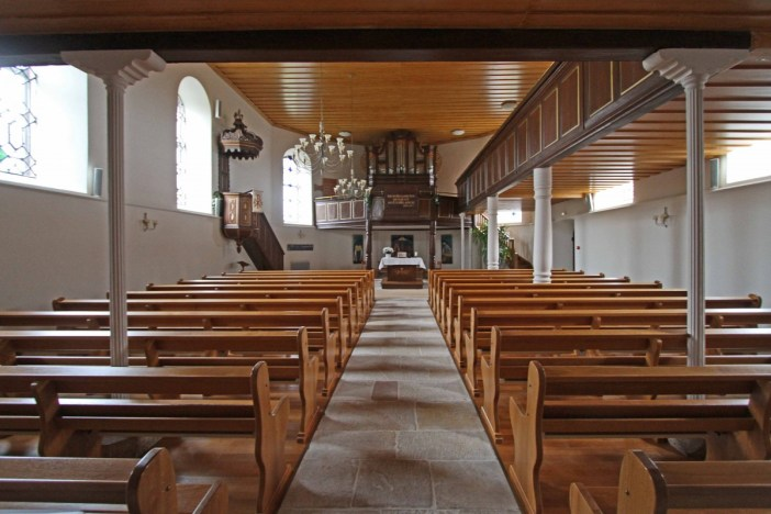 A l'intérieur du Temple Protestant © Gerd Eichmann - licence [CC BY-SA 4.0] from Wikimedia Commons