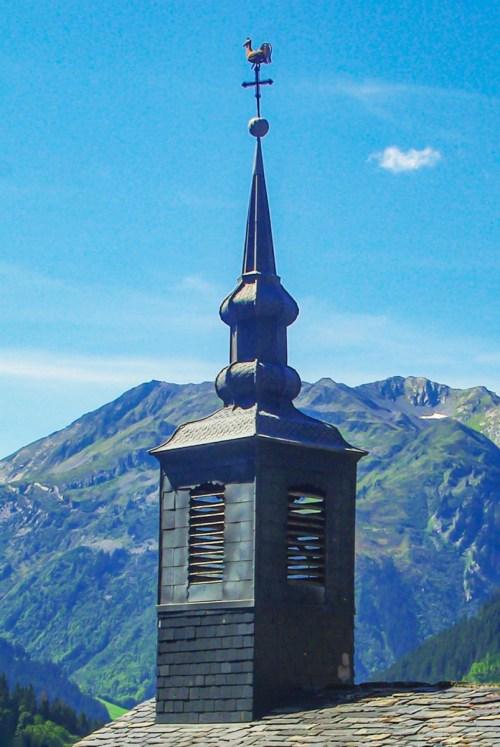 Le clocher à deux bulbes de la chapelle Saint-Jacques de Boudin © French Moments