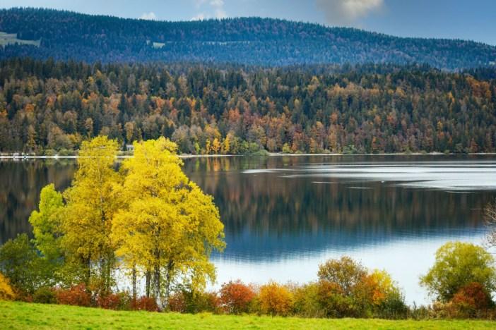 Le lac de Joux en Suisse © French Moments