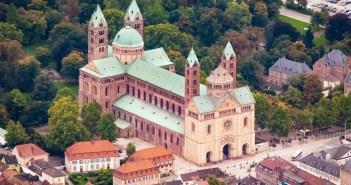 La cathédrale de Spire vue du ciel © Kai Scherrer - licence [CC0] from Wikimedia Commons