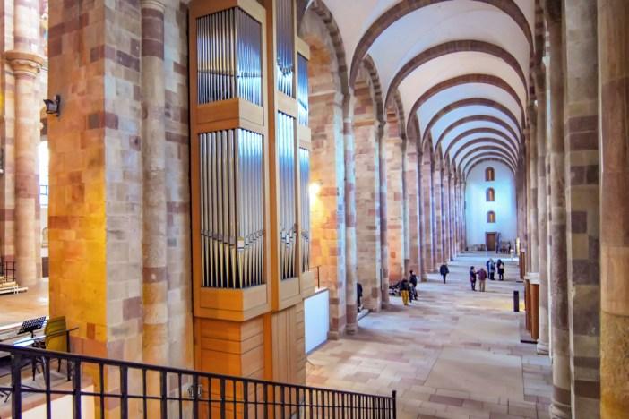 Cathédrale de Spire - Un des bas-côtés de la nef © BlueBreezeWiki - licence [CC BY-SA 3.0] from Wikimedia Commons