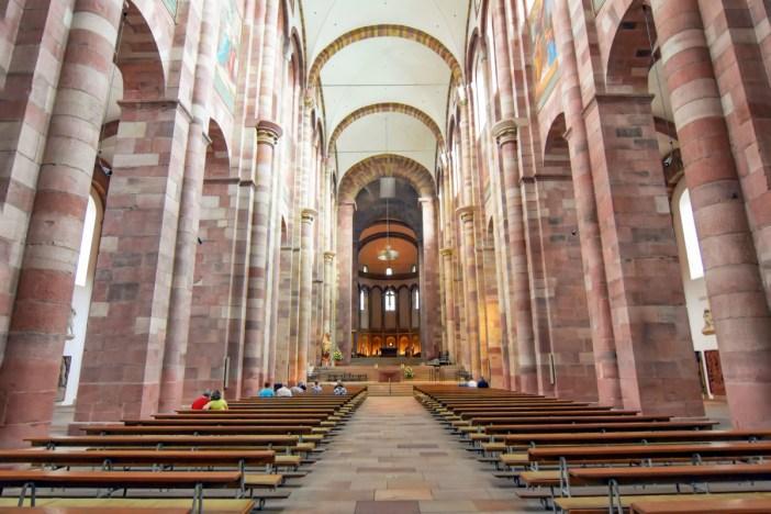 La nef de la cathédrale de Spire © BlueBreezeWiki - licence [CC BY-SA 3.0] from Wikimedia Commons
