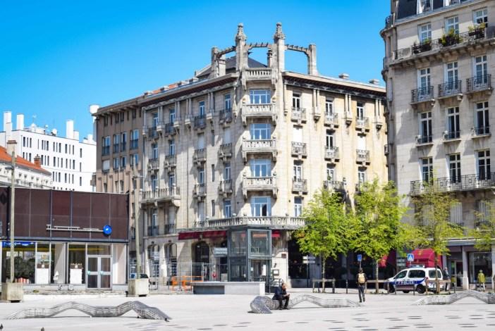 La façade de l'Excelsior vue depuis la place Simone Veil © French Moments