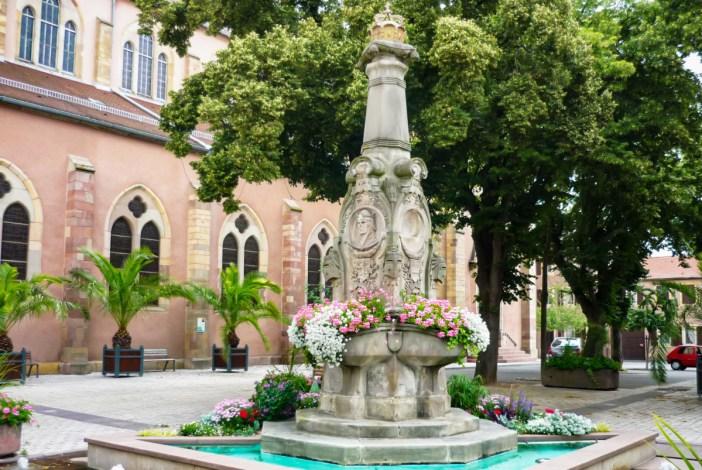 Autour de Mulhouse - Fontaine Rodolphe de Habsbourg à Ensisheim © French Moments