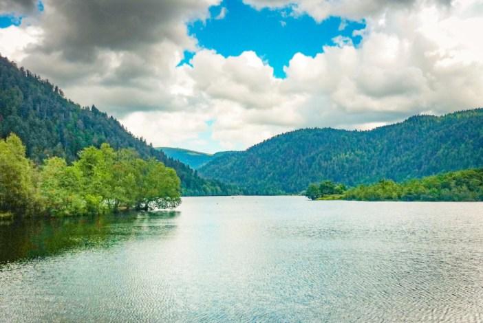 Vallée des Lacs - Au bord du Lac de Longemer © French Moments