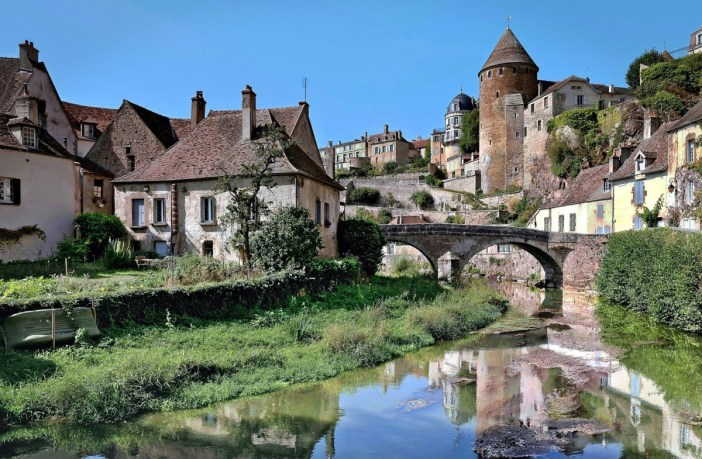 Semur-en-Auxois depuis le Pont Pinard © Rolf Kranz - licence [CC BY-SA 4.0] from Wikimedia Commons