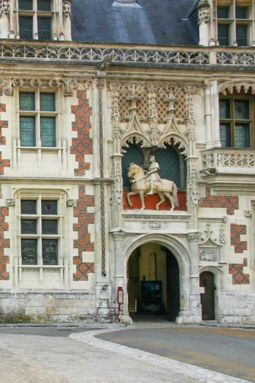 Porterie du Château de Blois LR © Gerd Eichmann licence [CC BY-SA 4.0] from Wikimedia Commons