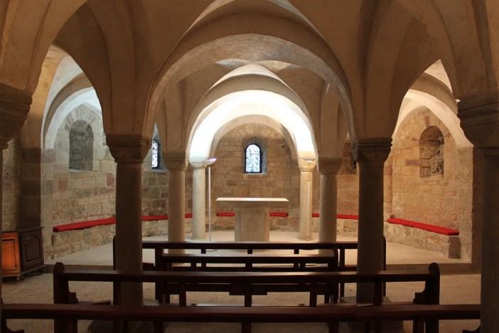 La crypte de l'église abbatiale © Christophe.Finot - licence [CC BY-SA 3.0] from Wikimedia Commons