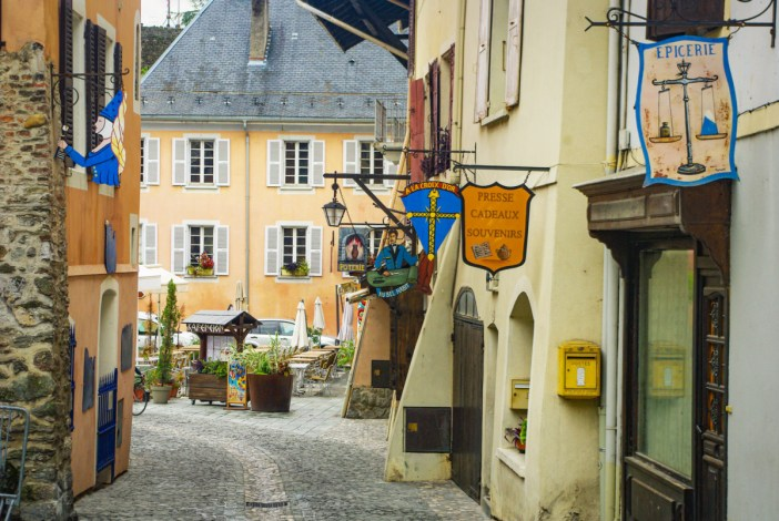 Grande Rue de Conflans © French Moments