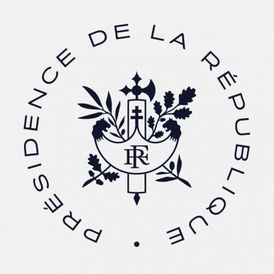 La croix de Lorraine dans le faisceau de licteur (armoiries de la République française)