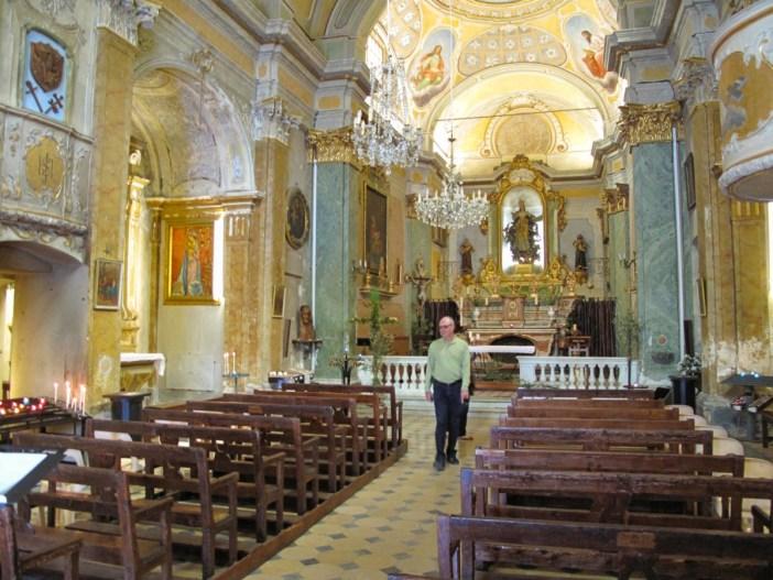La nef de l'église. Photo: Tangopaso (Public Domain)