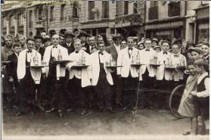 course garçons de café serveur 1936