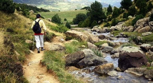 3 astuces pour gérer ses émotions en période de jeûne ici il sagit de marche à pieds en montagne