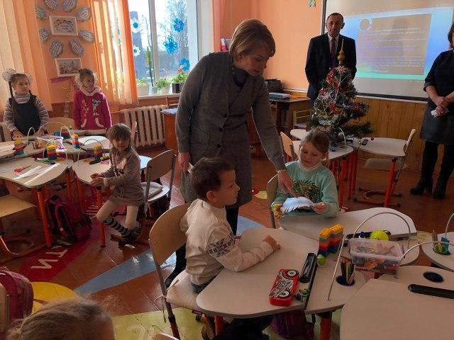Учителі початкових класів отримають примірники методичних рекомендацій - 2018 12 11 15.00.45