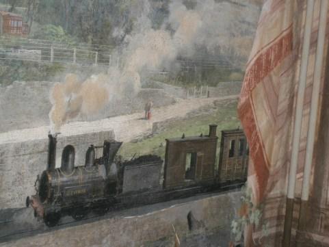Particolare di un affresco nella sala della Villa di Charles Garnier a Bordighera. Si noti la scritta C.Garnier sulla locomotiva che traina vagoni a forma di edifici