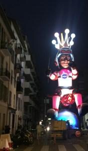 Preparativi del Carnevale di Nizza ieri, venerdì 16 febbraio, in una strada nei pressi della stazione, nella foto©MSGD il Re dello spazio