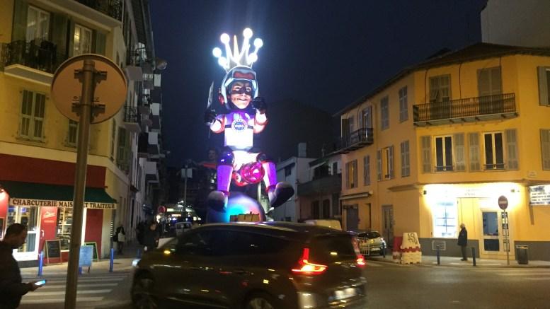 Preparativi del Carnevale di Nizza ieri, venerdì 16 febbraio, in una strada nei pressi della stazione Ft.©MSGD