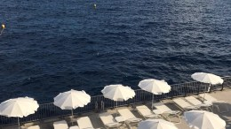 Solarium Sulla Diga A Monte Carlo