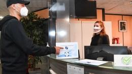 Mascherine Trasparenti in Alcuni Uffici del Principato Per chi Non Ci Sente