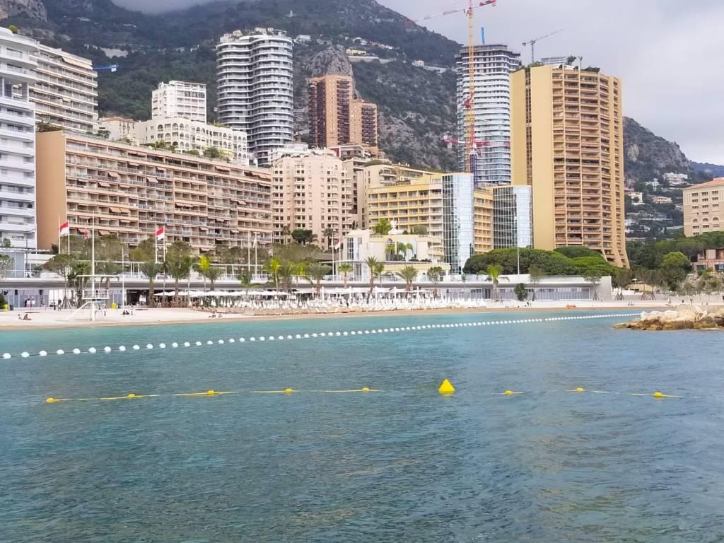 """Le Spiagge di Monaco Diventano """"Non Fumatori"""""""