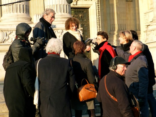 Reporters interviewing Cheska Vallois on the steps of the Grand Palais re-enactment (Photo ZsL)