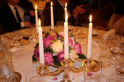 Table center piece with Yves Piaget roses