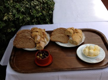Bread, butter and olives @CelinaLafuenteDeLavotha