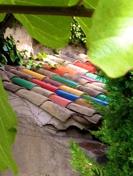 Colorful rooftiles at la Colombe D'Or @CelinaLafuenteDeLavotha