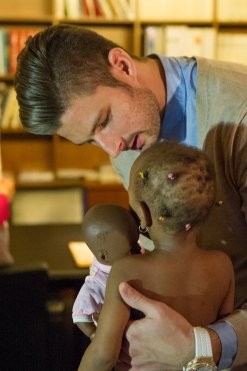 Olivier Giroud on Friday 14, 2014 with the children treated at the MCH