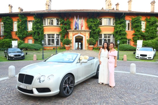 Federica Moro and Sandrine Garbagnati-Knoell by an elegant Bentley at the entrance of Villa Principe Leopoldo @5SE