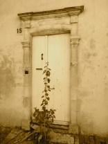 An entrance door in the village @CelinaLafuenteDeLavotha