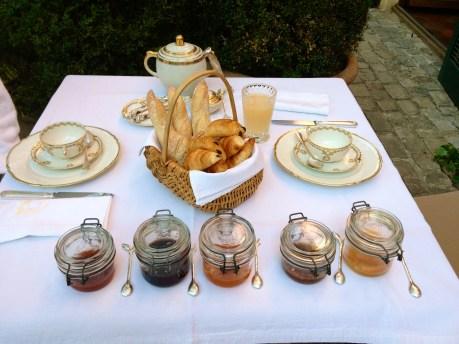 Breakfast in the garden @CelinaLafuenteDeLavotha
