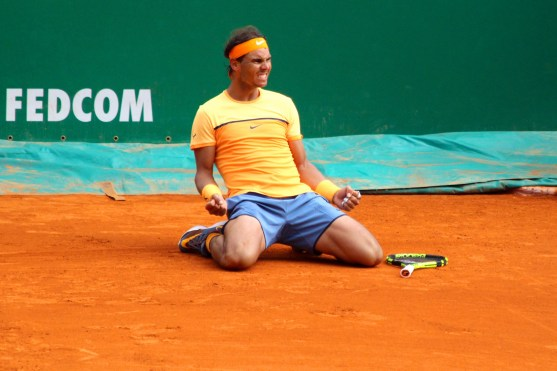 Rafael Nadal fell to his knees after his 9th victory in Monte-Carlo 2016 @CelinaLafuenteDeLavotha