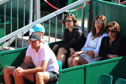Roger Federer's corner with Ivan Ljubicic in the front and Roger's wife Mirka in the back with fancy white framed sunglasses @CelinaLafuenteDeLavotha