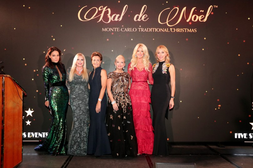 Sandrine Garbagnati-Knoell with Monika Bacardi, Celina Lafuente de Lavotha, Roberta Gilardi-Sestito and Inna Maier, members of the Action International Committee, and Victoria Silvstedt, ©Laurent Ciavaldini