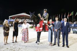 Alberto Zorzi with his trophy in the presence of HRH Princess Caroline of Hanover and Charlotte Casiraghi@Stefano Grasso/LGCT