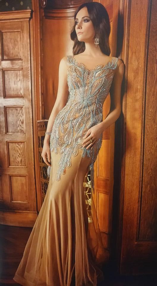 robe libanaise brune à motifs bleu ciel