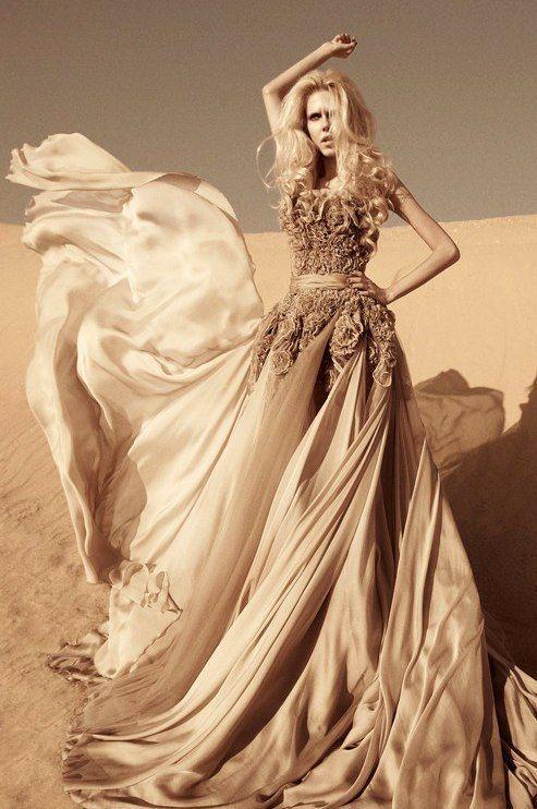 Robe Dubai et libanaise en satin. Robe haute qualité pour mariage ou soirée. Robe sexy. Robe broderie, perles, beige,orange.